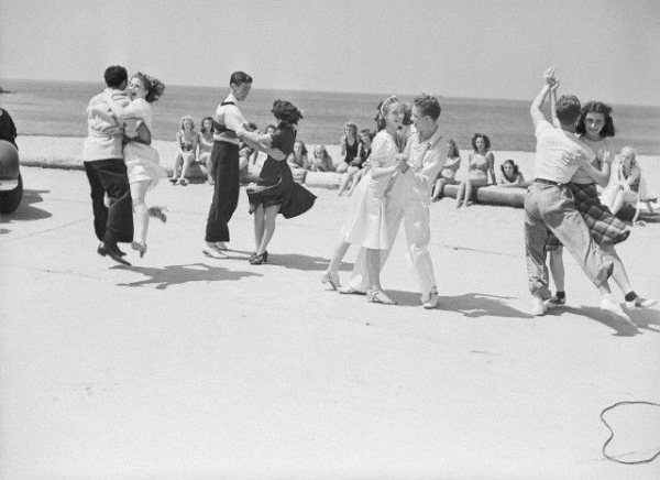 Lindy Hop on a Beach 7